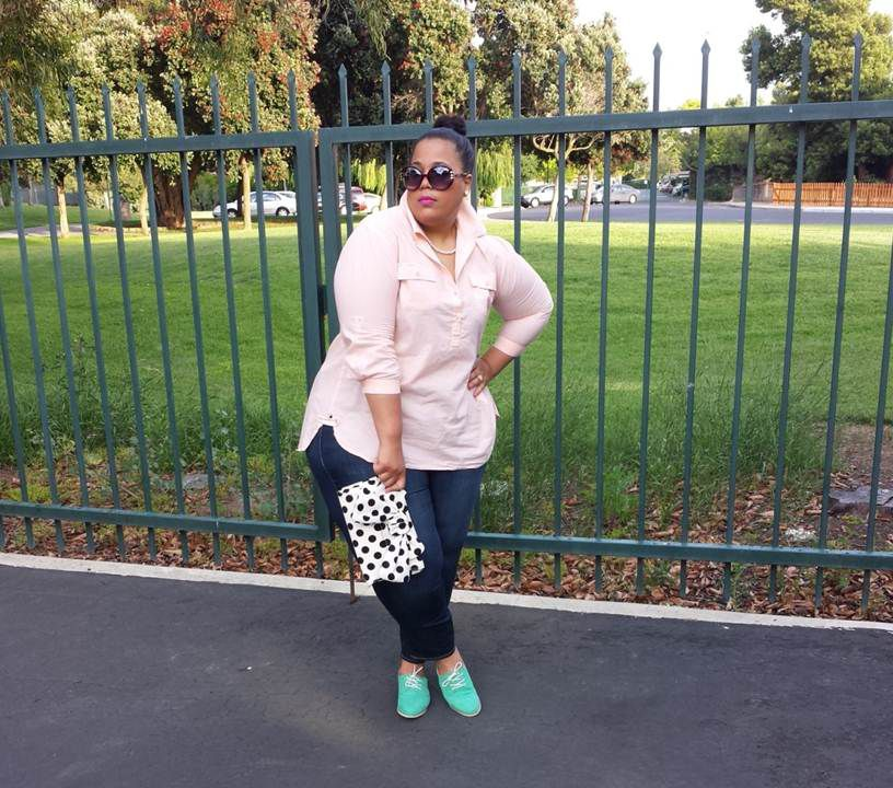 ae2b4c49e Plus size outfit in jeans and a pink button-down