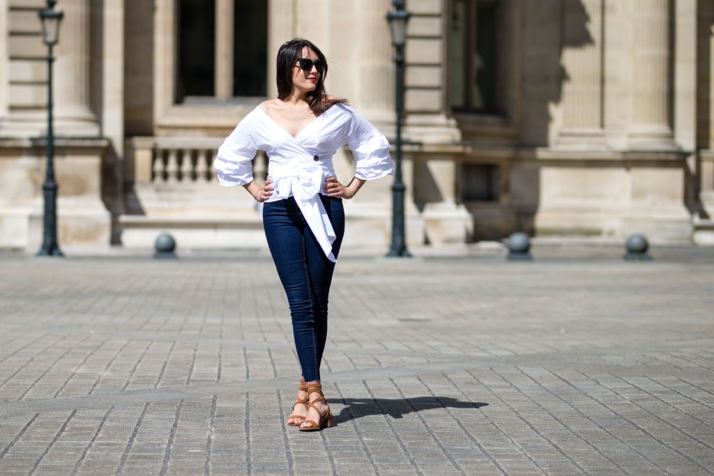 Street style woman in white blouse and skinny jeans