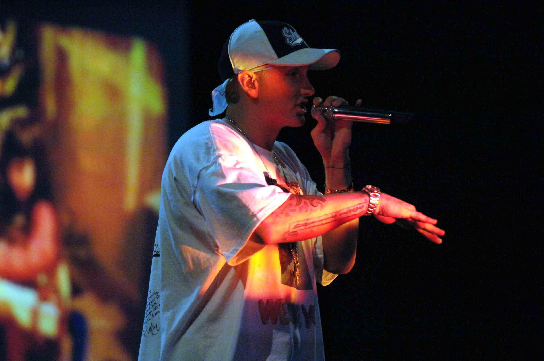 The Story Behind Eminem Vs  Mariah Carey