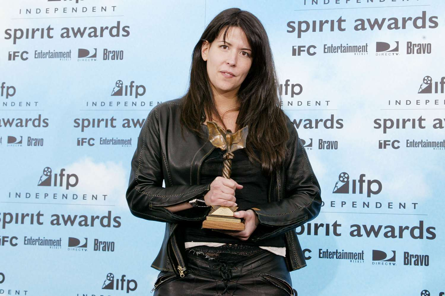 Filmmaker Patty Jenkins posing with the Independent Spirit Award for Best Director that she won for 2003's 'Monster'