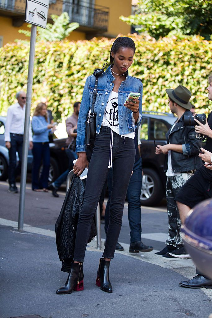 1989f53f1150 Cropped Denim Jacket and Black Jeans. Street style jean jacket outfit
