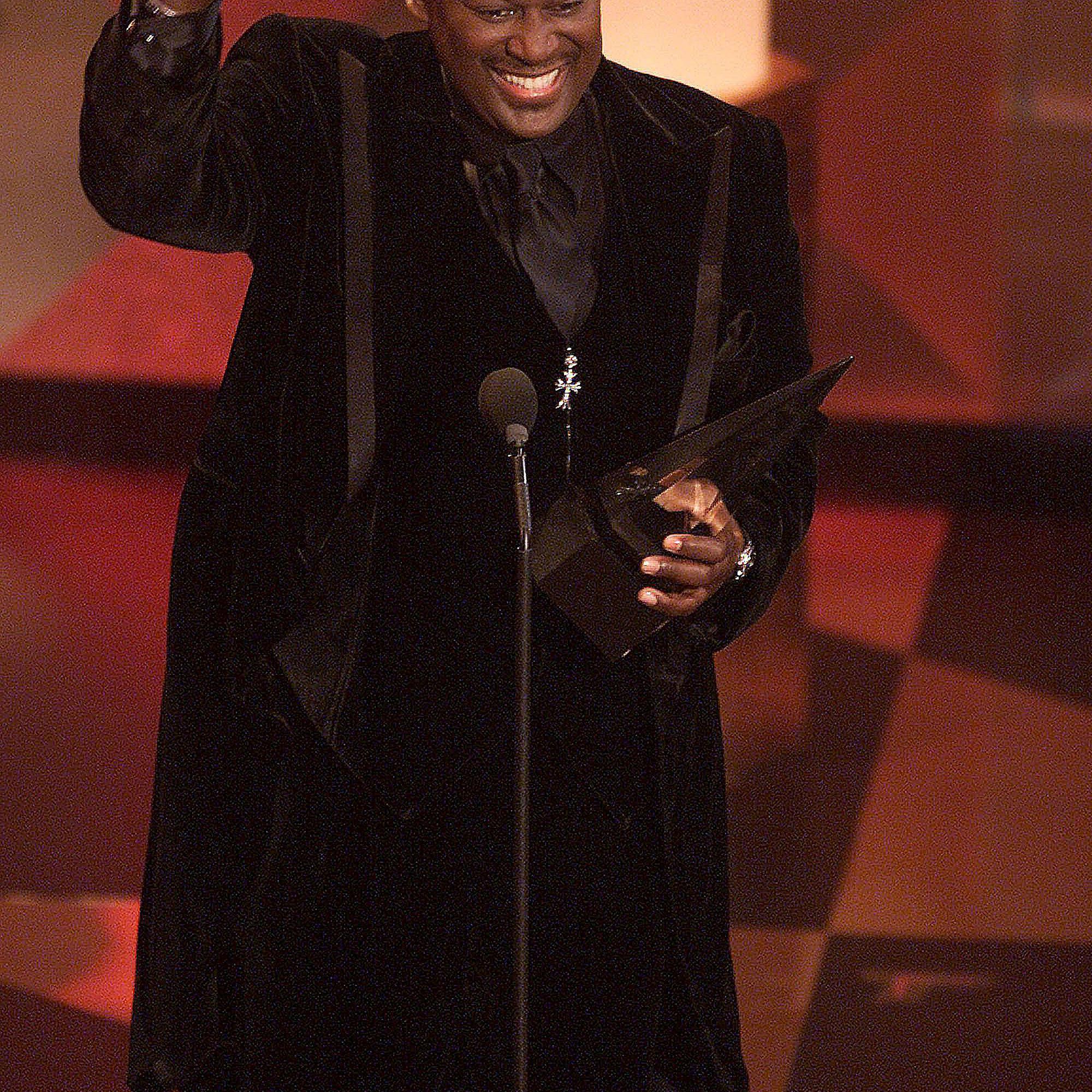 Luther Vandross receiving an award