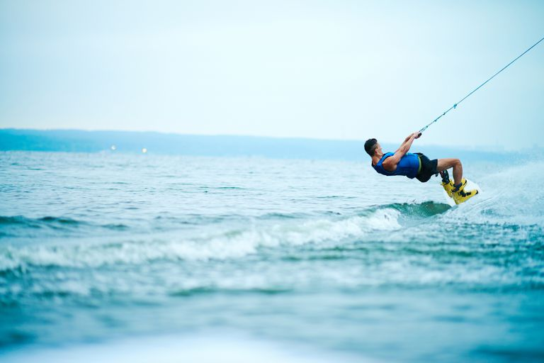 How to Spin 360 on a Wakesurfer
