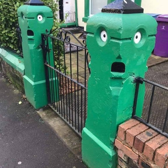 pillars that look like shocked faces