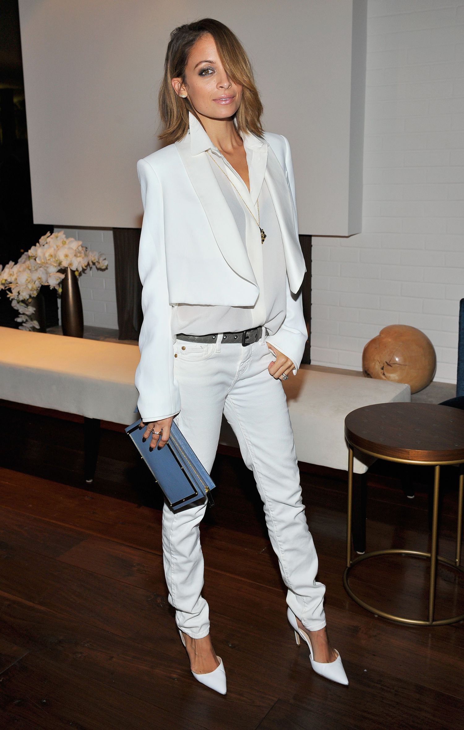Best Color Shoes And Boots With White Jeans