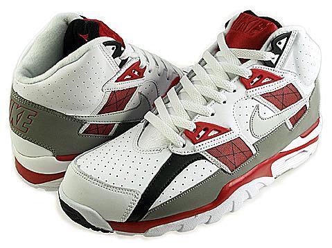 butik wyprzedażowy dobra obsługa popularne sklepy Popular Sneakers of the 90s
