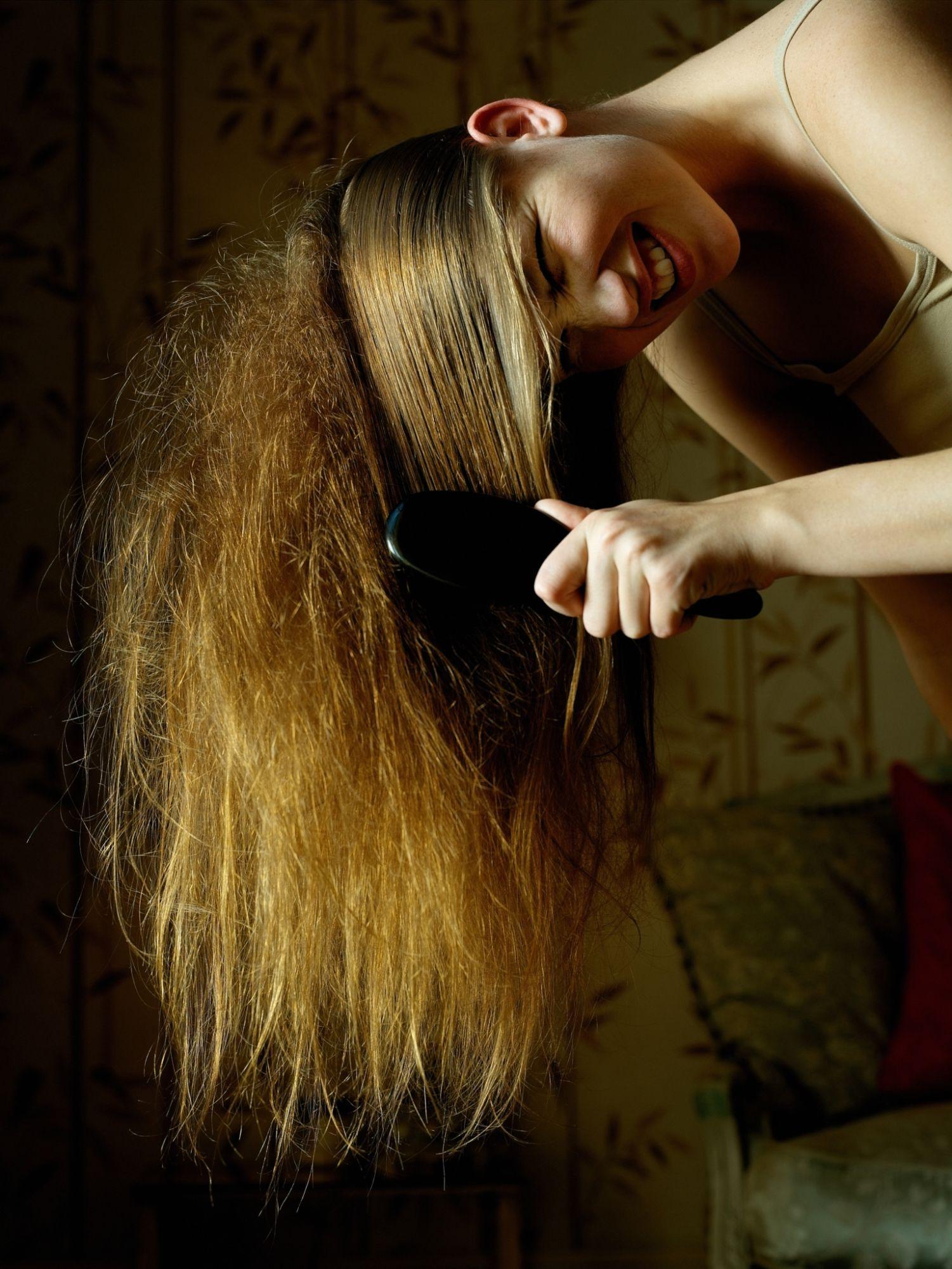 Волосы во сне олицетворяют мудрость, ум и жизненные силы.