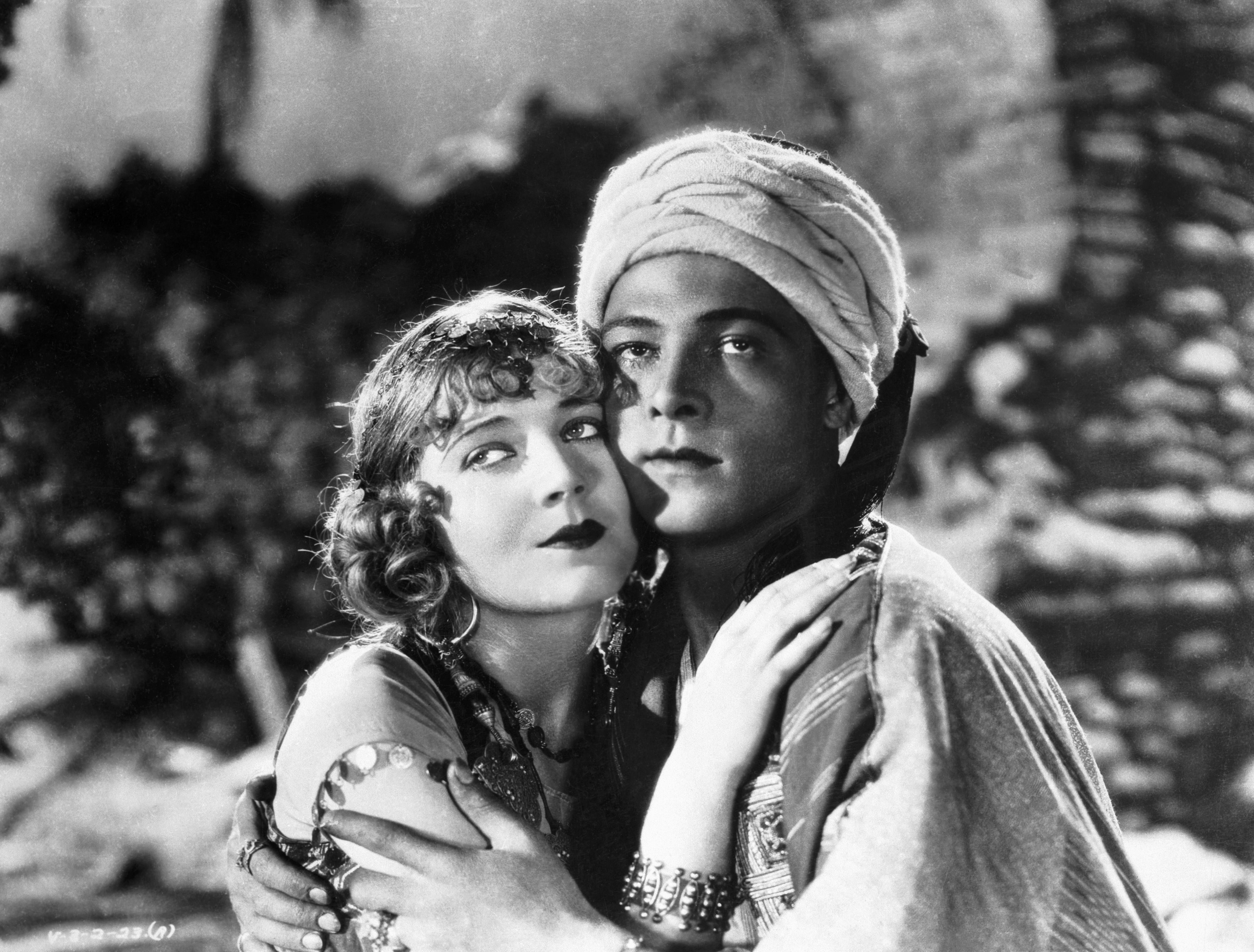 Vilma Banky and Rudolph Valentino in Son of the Sheik