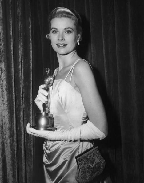 Grace-Kelly-Oscar-Dress-by-Edith-Head-1954-The-Country-Girl-Photo-by-Hulton-Archive-Getty-Images.jpg