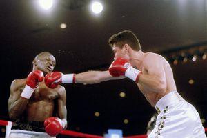 Young Oscar De La Hoya throws a punch at Jeff Mayweather