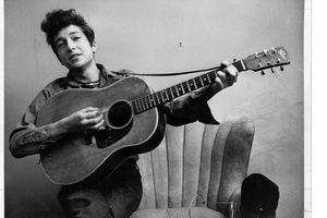 bob dylan with guitar