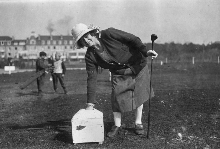 Golfer Madge Saunders on the tee box in a photo from 1921.