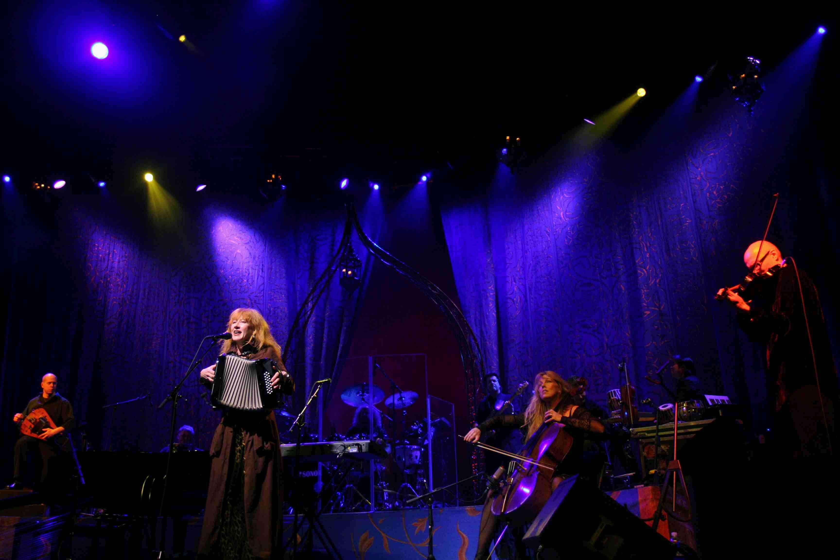 Loreena McKennitt performing
