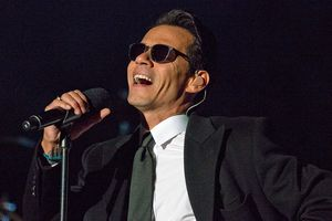 Marc Anthony singing live