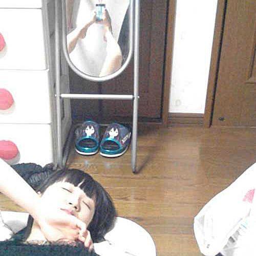 fake-sleeping-woman-feet.jpg