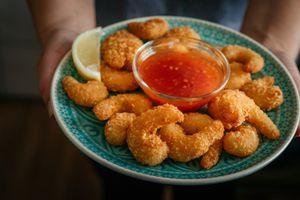 Asian tempura shrimps with sweet chili sauce