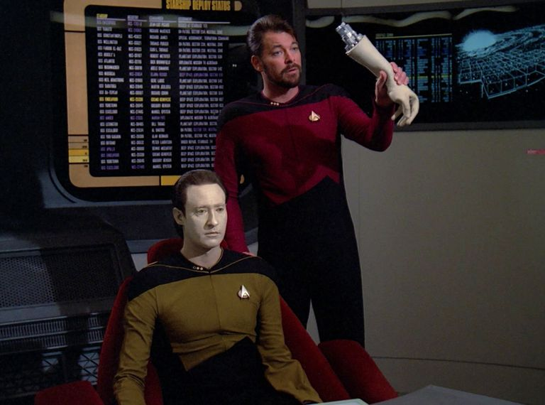 Riker removes Data's arm