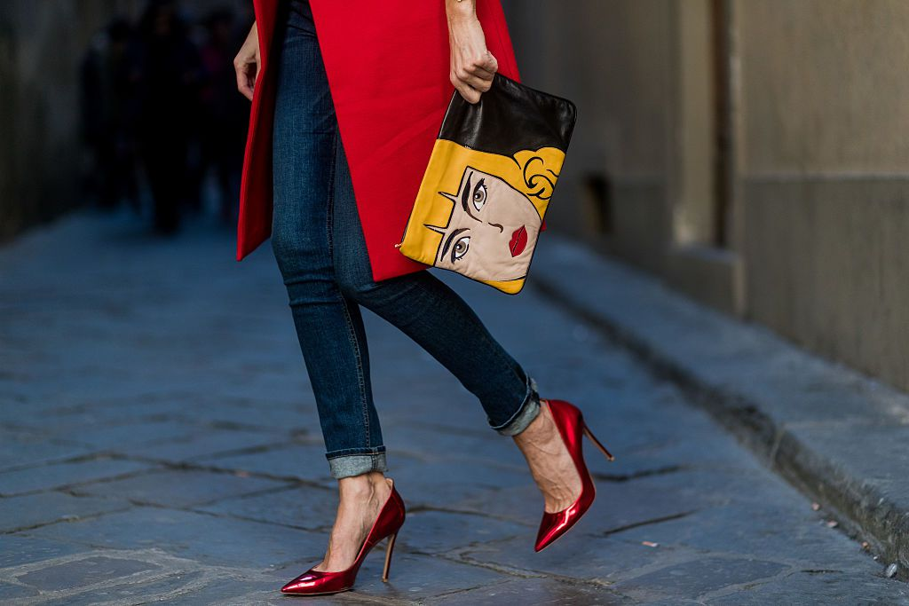 Street style Prada purse