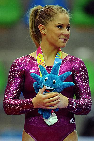 Shawn Johnson wins the silver medal on bars at the 2011 Pan American Games