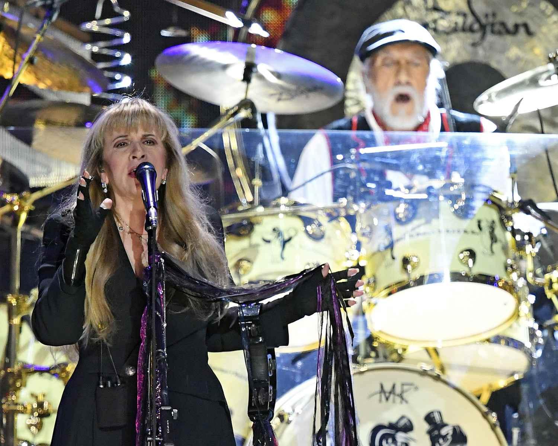 Singer Stevie Nicks (L) and drummer Mick Fleetwood of Fleetwood Mac