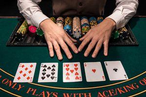 Texas hold'em dealer