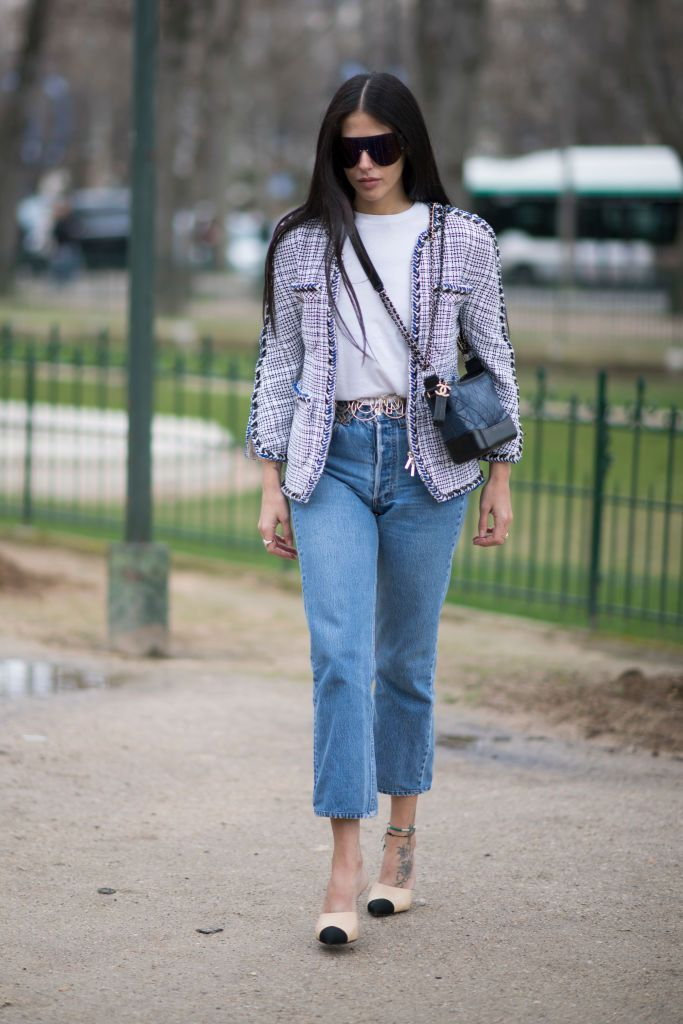 759fa12f15b6 How to Dress Up a T-Shirt and Jeans to Look More Chic