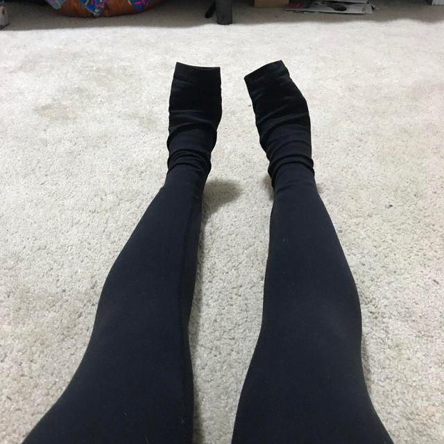 short girl wearing long leggings