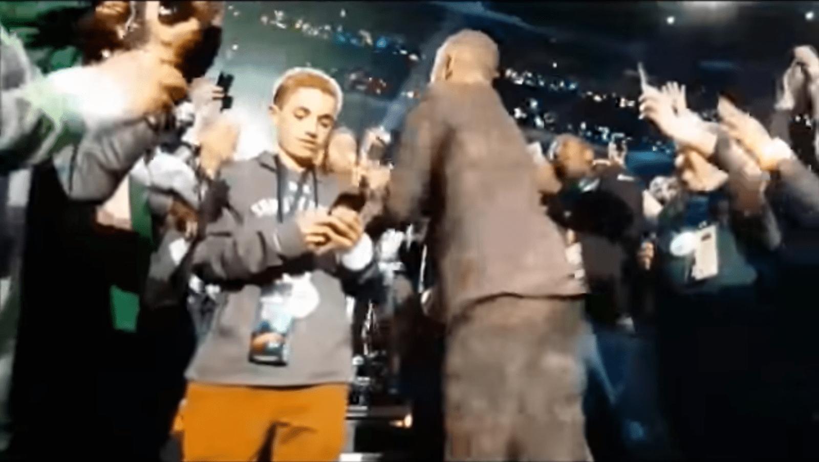 Super Bowl Selfie Kid