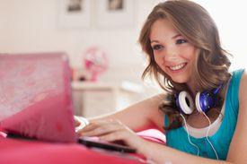 teenage-girl-on-laptop.jpg