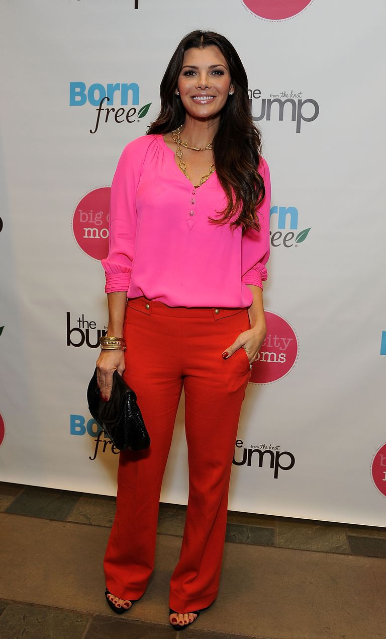 what to wear with salmon colored pants