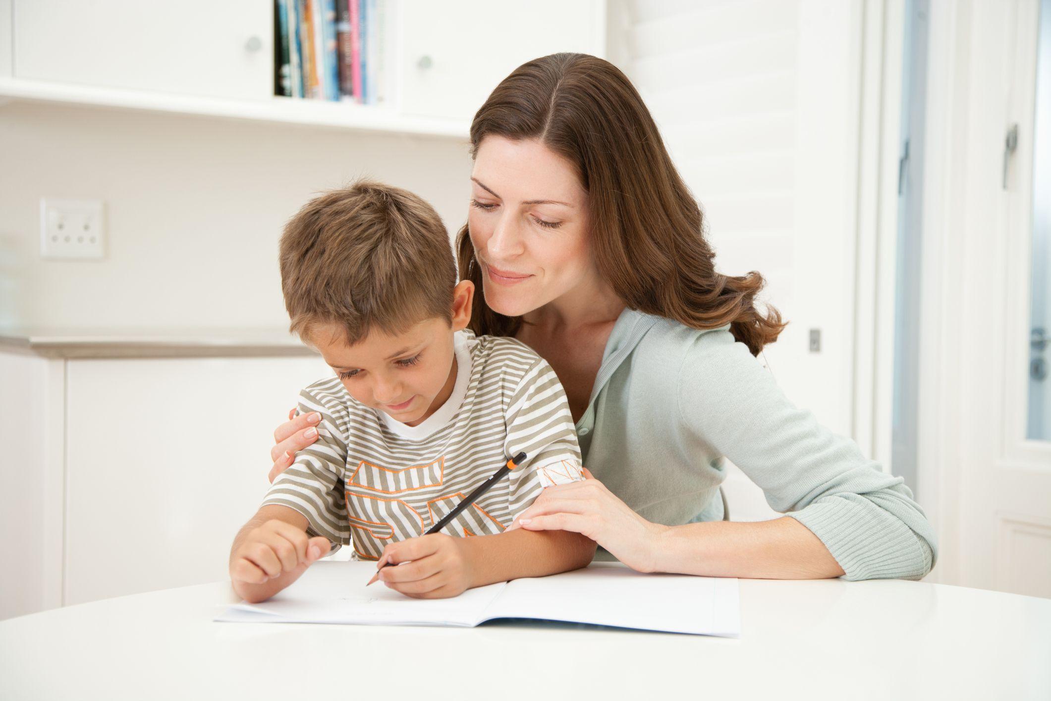 Картинка сын помогает маме