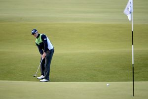 Golfer uses the Texas wedge on a links golf course