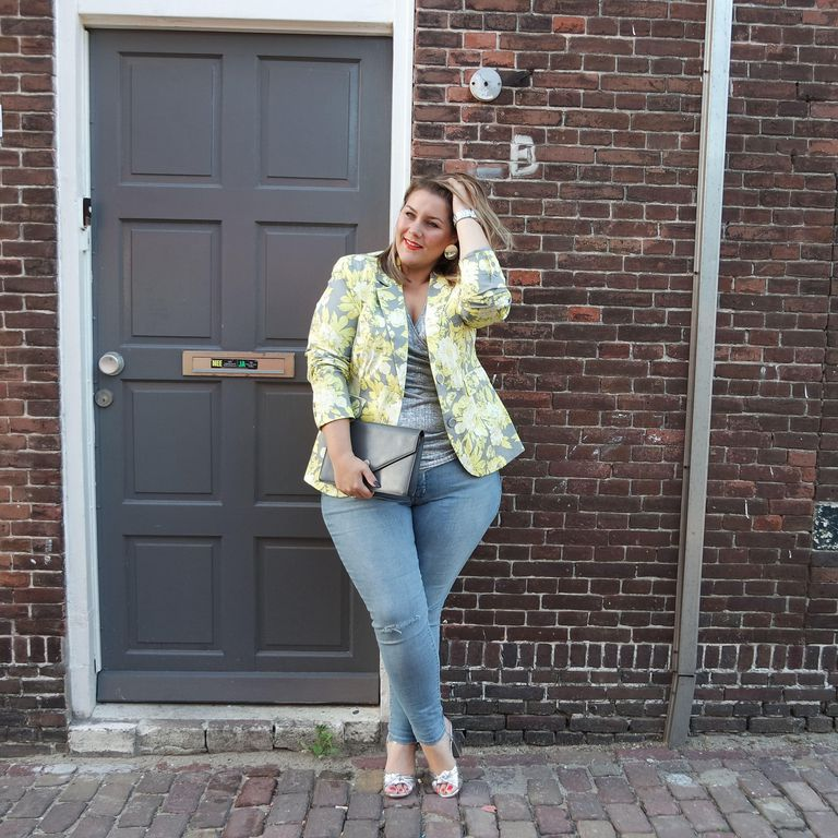 b983f094702 14 Plus Size Jeans Outfits That Will Turn Heads