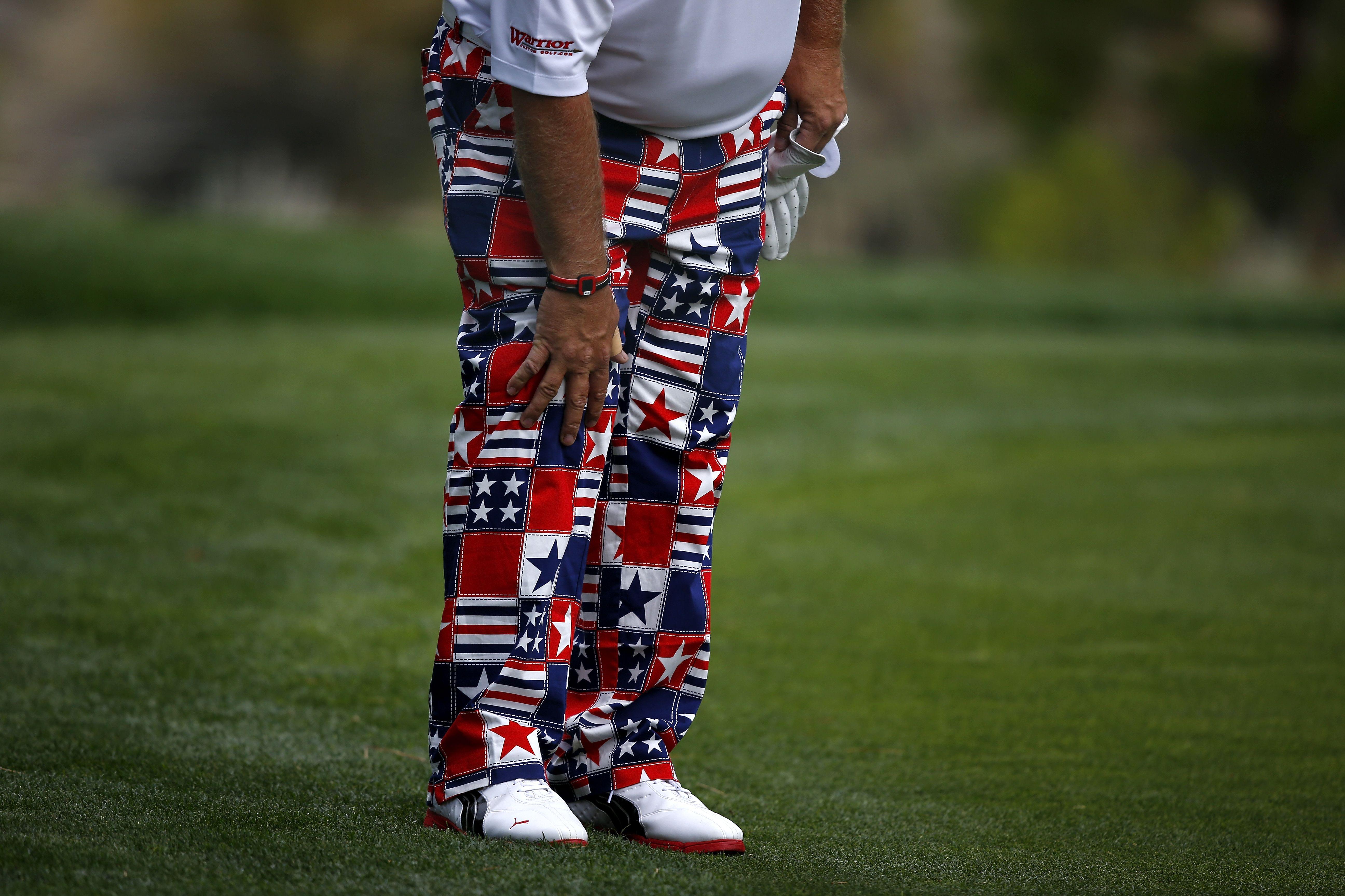 John Daly experiences knee pain during round of golf on PGA Tour