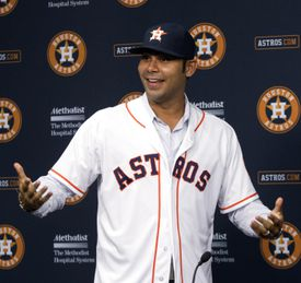Free agent Carlos Pena signs with the Astros in 2012