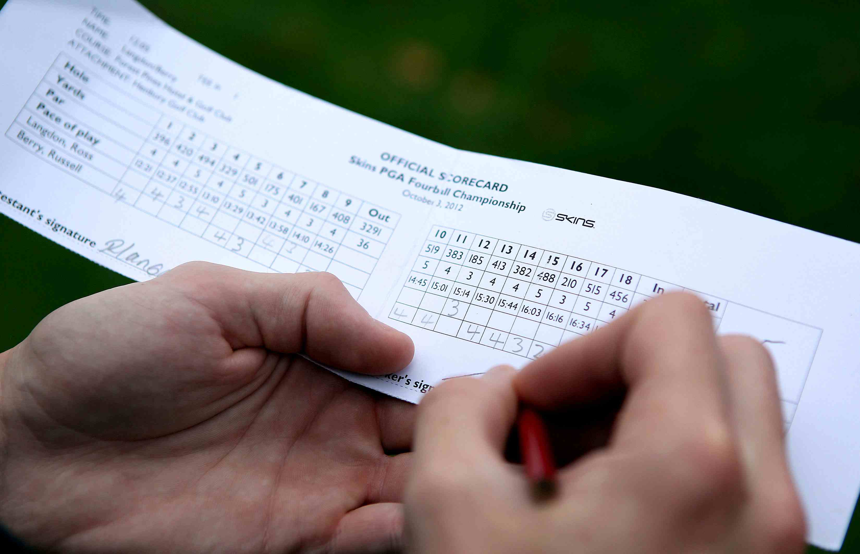 Golfer signing his scorecard