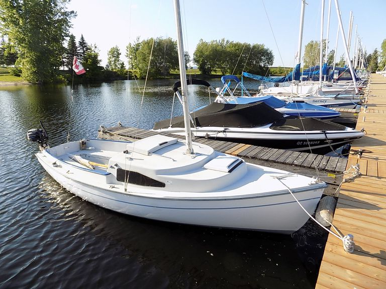 Review of the O'Day Mariner 19 Sailboat