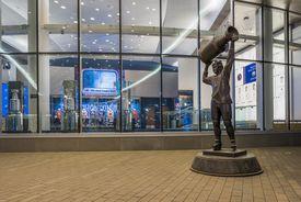 Wayne Gretsky statue, Rogers Place Arena, Edmonton, Alberta, Canada