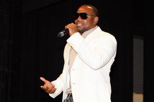 Singer Avant