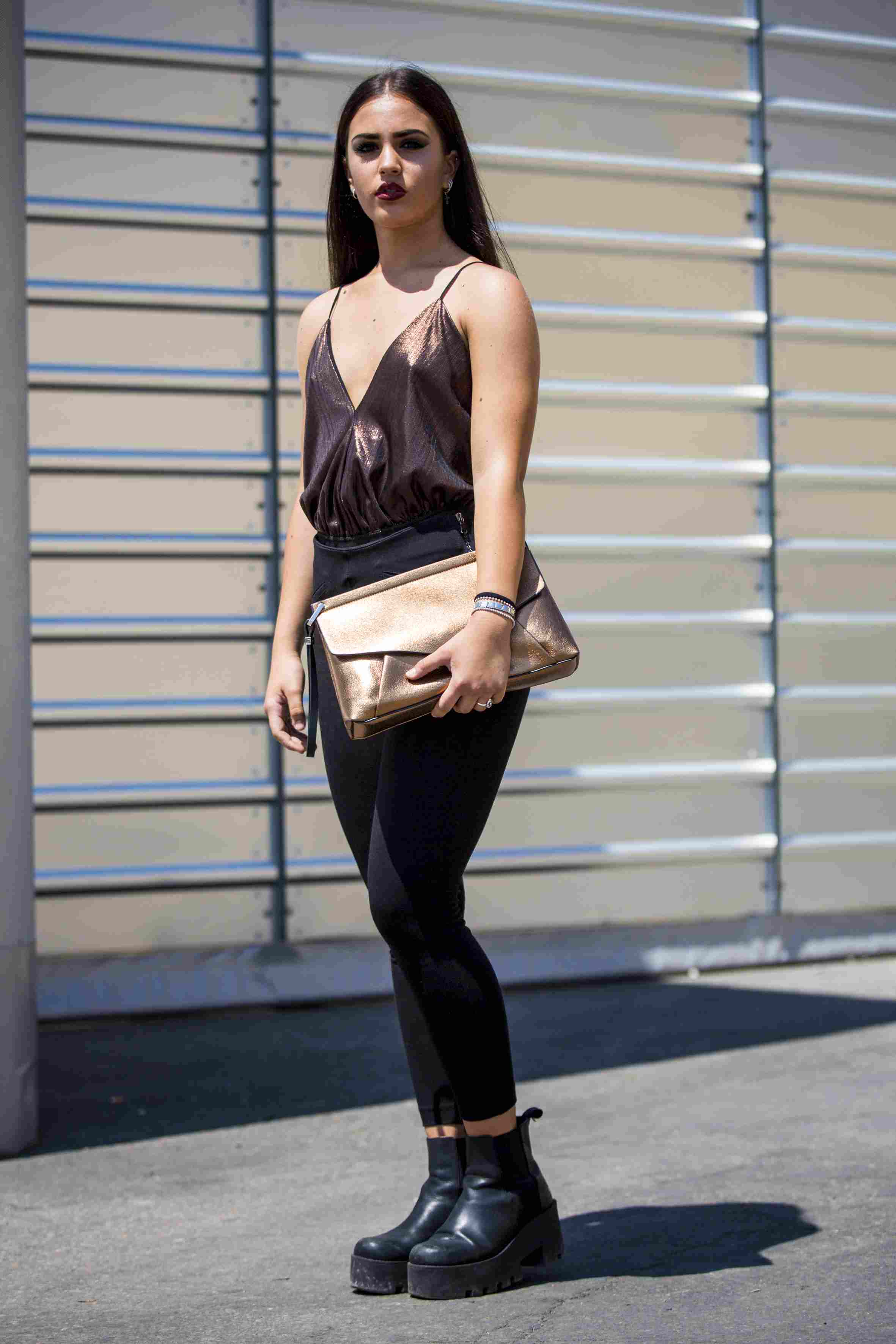 8adf527be3b What to Wear With Leggings to Look Stylish