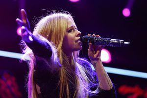 Avril Lavigne performs at the 103.5 KISS FM's Jingle Ball 2013