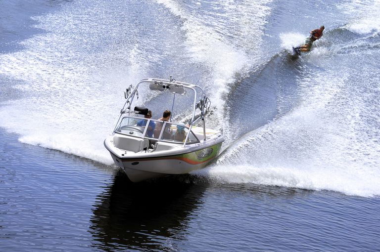 How to Buy a Boat Suitable for Boat-Towed Water Sports