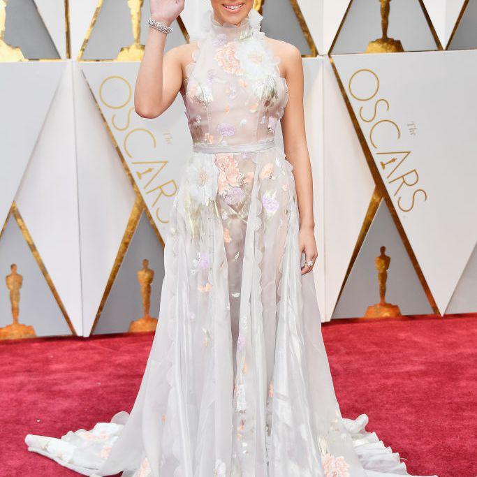 Hailee Steinfeld Oscars red carpet 2017
