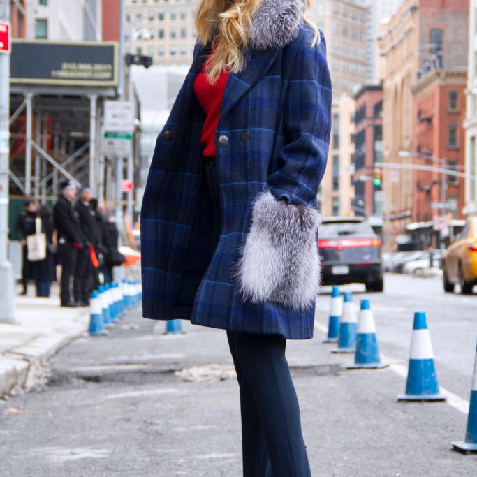 Street style in leggings and faux fur coat
