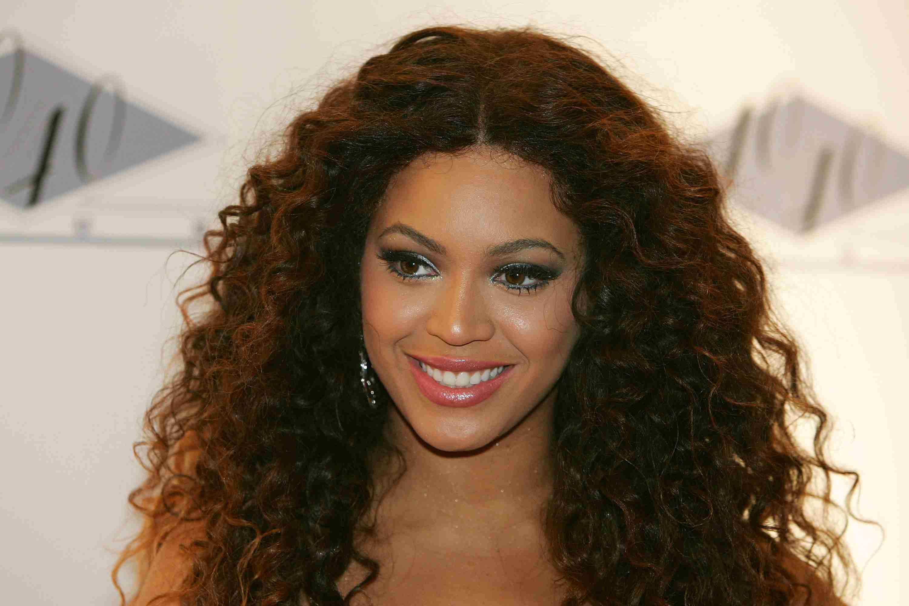 Beyonce in lace front wig