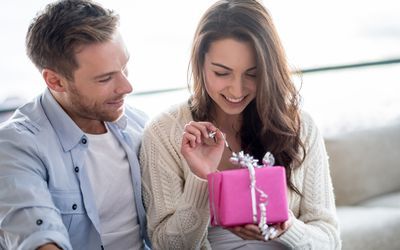 birthday gift ideas newly datinghow long should i wait to start dating again