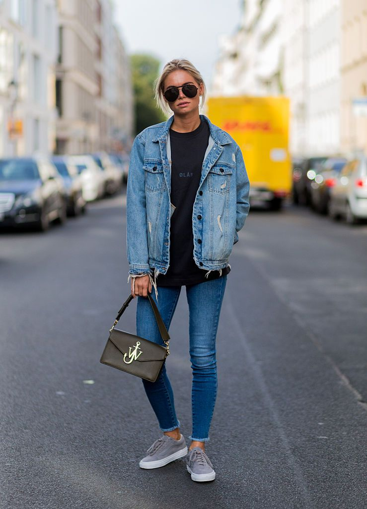 How to Dress Up a T-Shirt and Jeans to Look More Chic 2532c73bb8b
