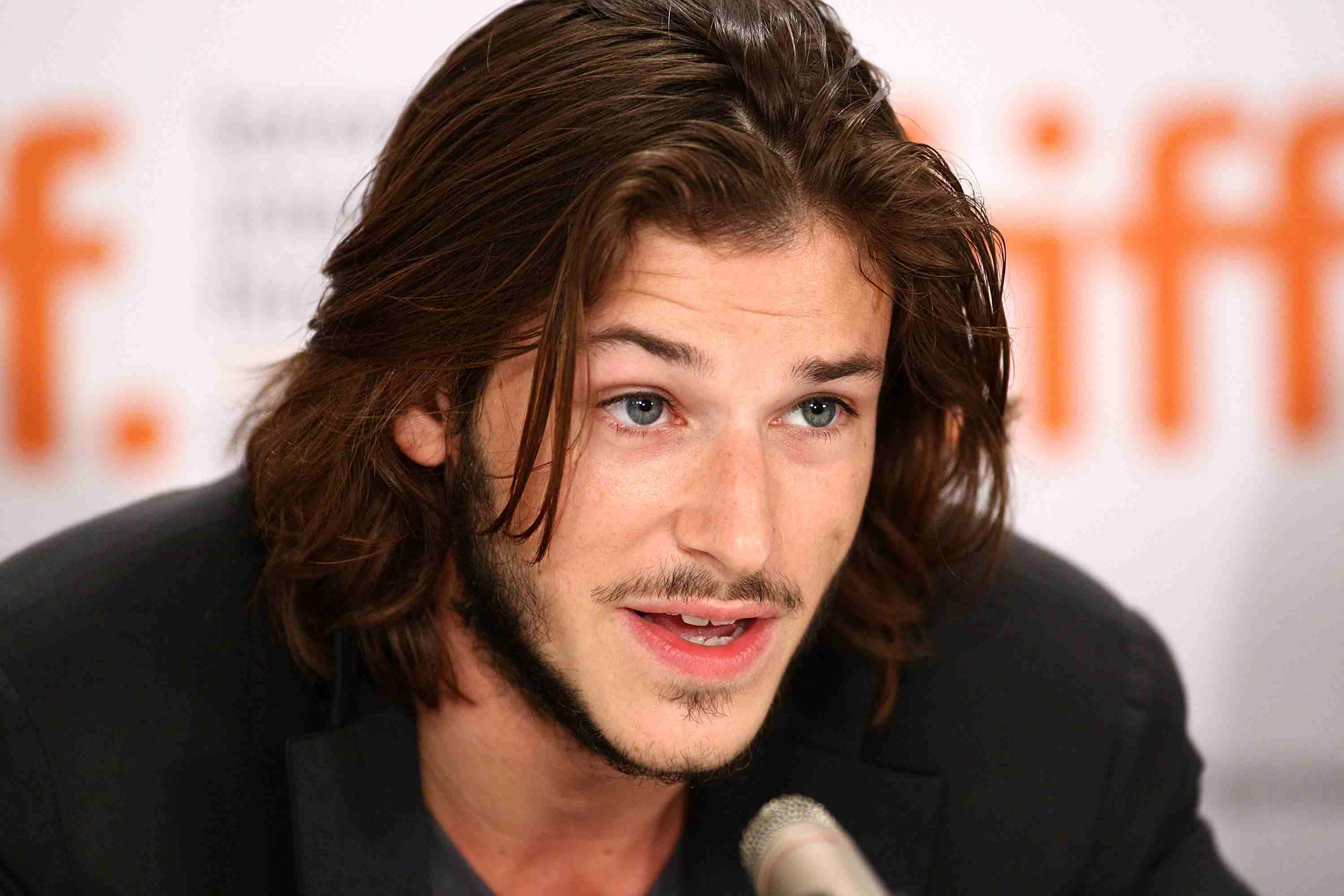 Pictures Of Male Stars With Long Hair