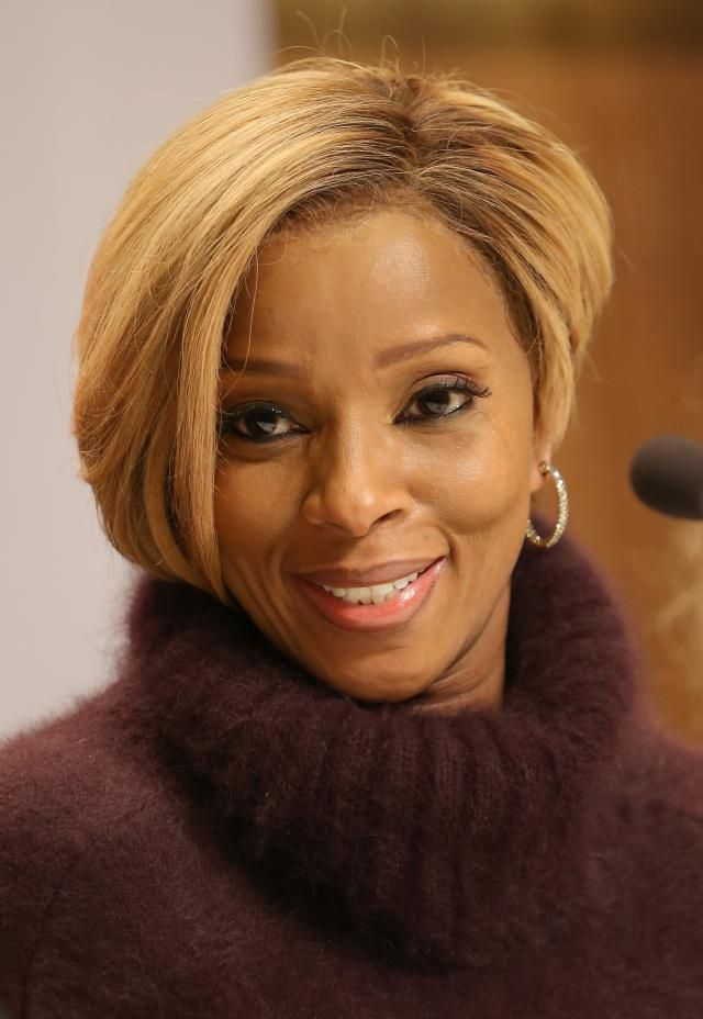 Mary J Blige in lace front wig