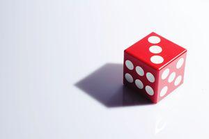 A single 6-sided die as is used in a Las Vegas Scramble